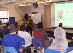 Mme Mariève Garceau, Agente de communication pour la RIDL, en pleine formation au Centre Christ-Roi